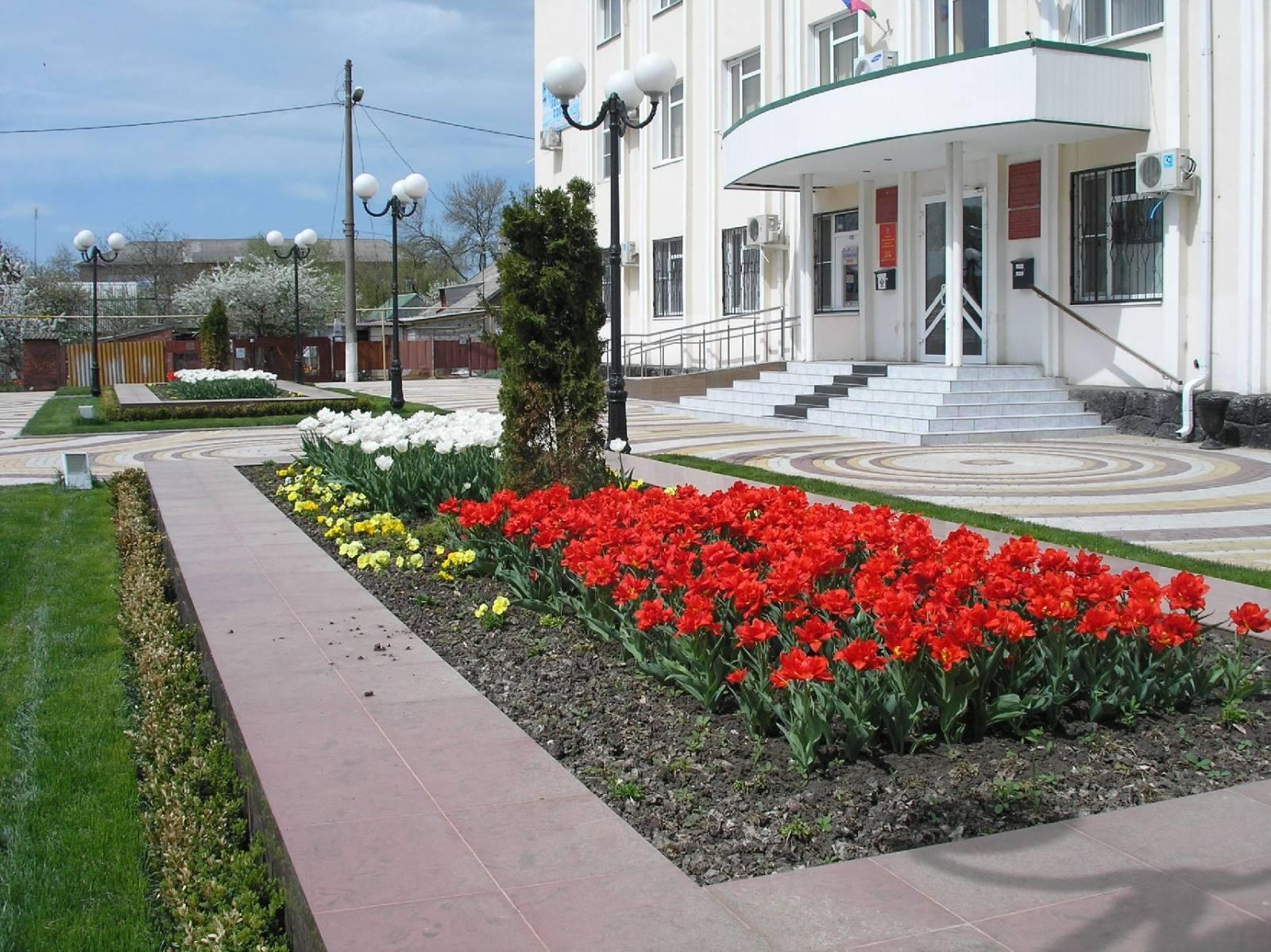 Площадь перед районной администрацией