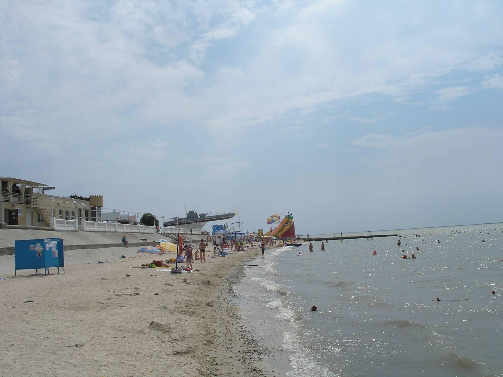 Песчаный пляж Приморско-Ахтарска