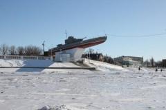 Памятник бронекатеру 124 зимой