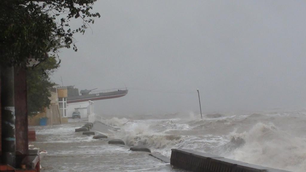 Шторм в Азовском море