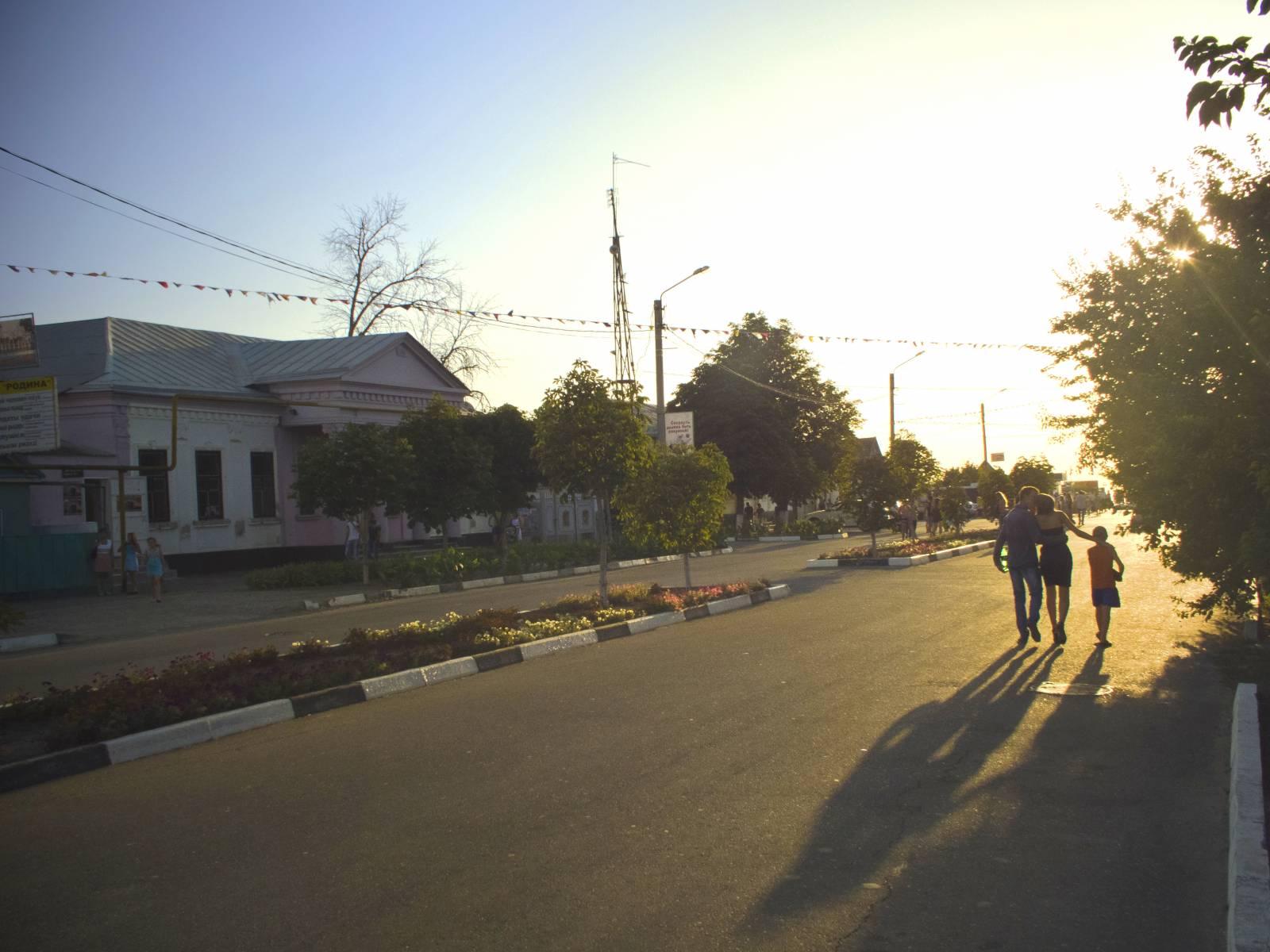 Закат на ул. 50 лет октября в Приморско-Ахтарске