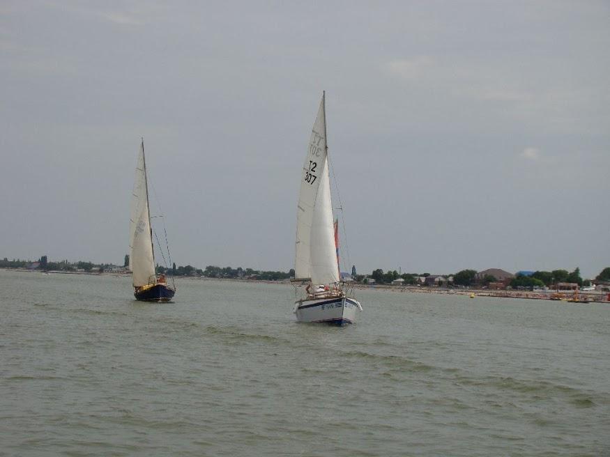 Яхты на море