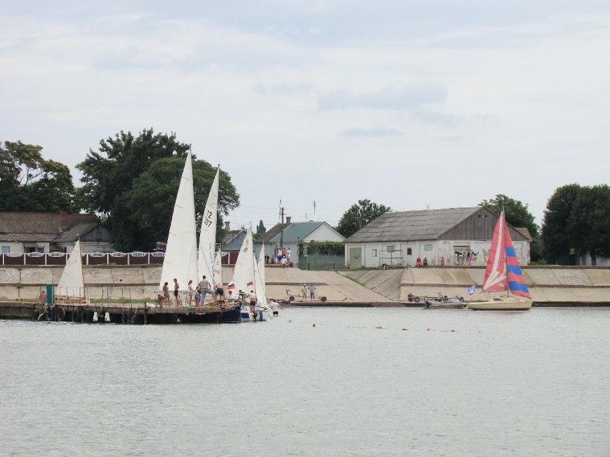 Яхты на юнговском мосту