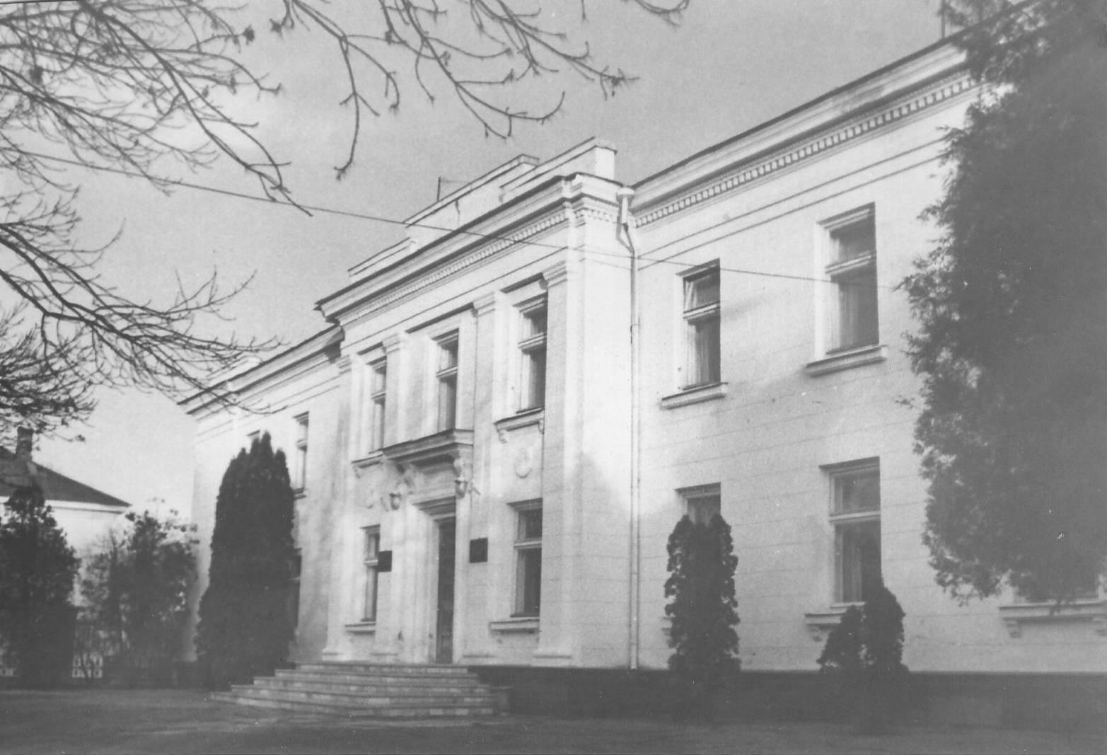 Здание бывшего райкома КПСС, сейчас, как вы знаете, здание суда, фотографию прислал Александр Лысенко